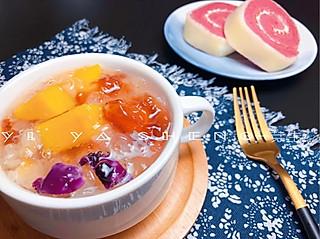 谁还不是个吃货的【懒人桃胶羹】最简单的养颜早餐做法~