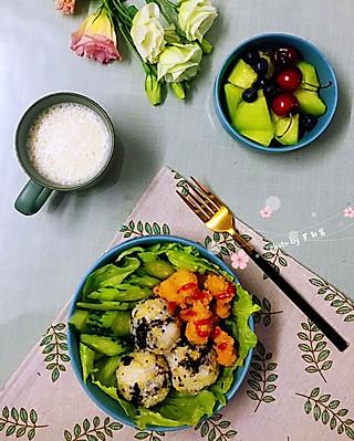 罗勒酱的6.18早安 花生豆浆+海苔藜麦饭团+鸡米花黄瓜甜瓜樱桃蓝莓
