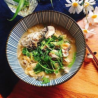 楚楚爱厨房呀的简易版酸菜炖黑鱼