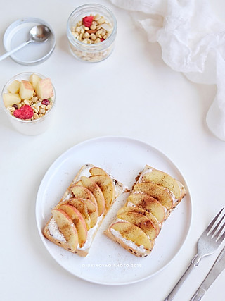 秋小瑶的一人食 | Nov.14 苹果肉桂开放式三明治🥪