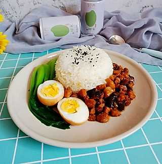 轻舞飞扬2017的我做的卤肉饭不是很正宗的台湾卤肉饭,但是味道真的好极了!
