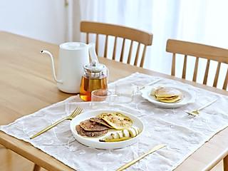 流浪的喵喵小姐的喵の早餐   2元钱可以做啥样的早餐?第六款香蕉松饼+热红茶