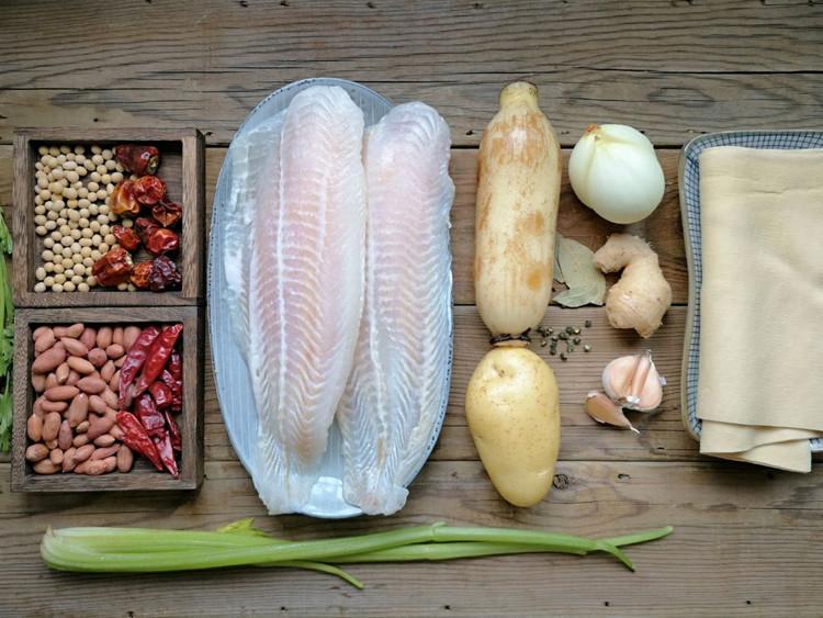 在家也能做烤鱼?不用烤箱,做法简单,鱼肉细嫩,配菜也很入味!【附做菜小贴士】图2