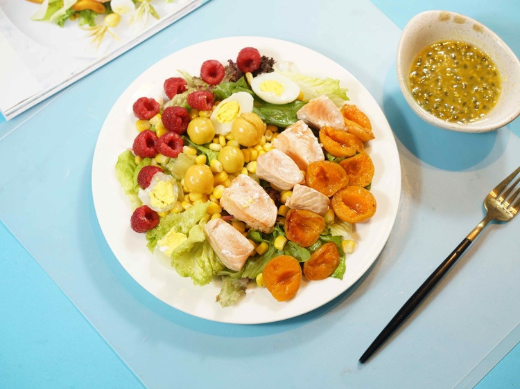 减肥,七分靠吃三分靠运动。今天来一道清新三文鱼沙拉图9