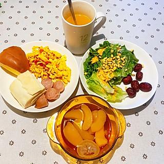 铃铛凌凌的剁椒鸡蛋+果仁生菜早餐