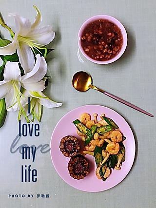 罗勒酱的大家早安~一起喝你心心念念的银耳汤吧😘