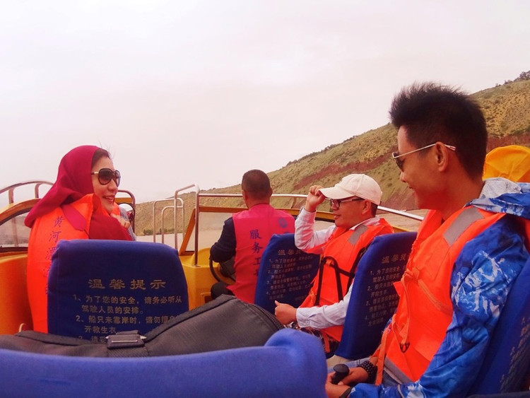 宁夏这么玩   去沙坡头坐羊皮筏子渡黄河图3