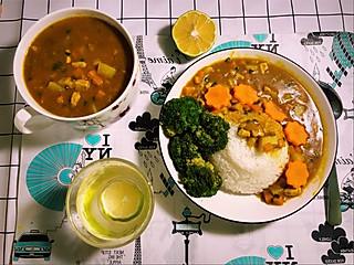 白白不想吃饭饭的热乎乎的咖喱饭💕是幸福的感觉没错了
