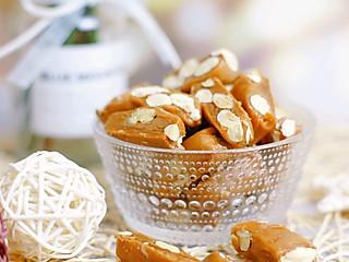 爱美食的拉拉的今天用杏仁做一款香甜浓郁的太妃糖解解馋