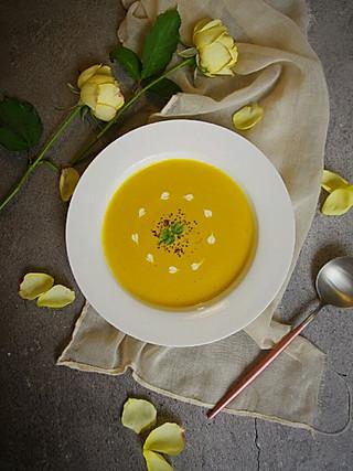清露风荷的清冷的深秋,你需要一碗南瓜浓汤温暖自己!