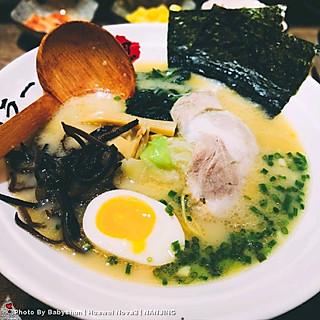 babyshun2016的先喝一口汤,好鲜美啊!老板说骨汤足足炖煮了有十多个小时,超级浓郁!