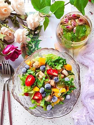 芽芽名叫黄小芽的㊙️据说90%的减肥人士早餐都吃它❣️👉🏻蔬果沙拉🥗