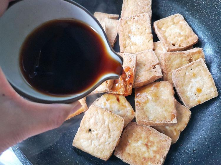 葱香蚝油煎豆腐,超简单的下饭菜,焖煮一下更入味~图7
