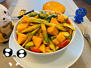 898cherry创意料理组的终于把欠给QQ茜的蔬菜水果鲮鱼野餐带出门的餐给还了😁