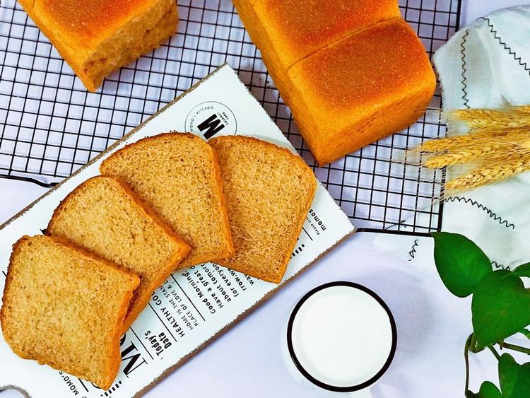 L-阿拉伯糖,因可以抑制人体肠道内蔗糖酶的活性,从而具有了抑制蔗糖吸收的功效;此外,L-阿拉伯糖还可以抑制身体脂肪堆积,因而可被用于防治肥胖、高血压、高血脂等疾病。在日本厚生省将L-阿拉伯糖列入