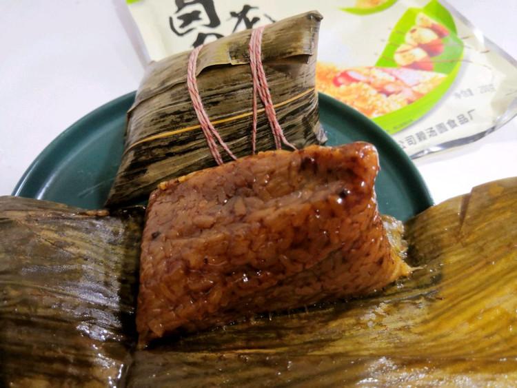 午餐吃粽子,还是有肉的吃着香图3