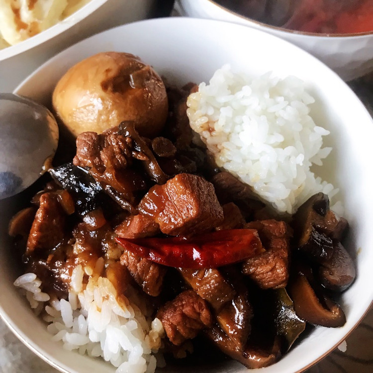 卤肉饭 西红柿紫菜蛋花汤 清蒸圆白菜图2