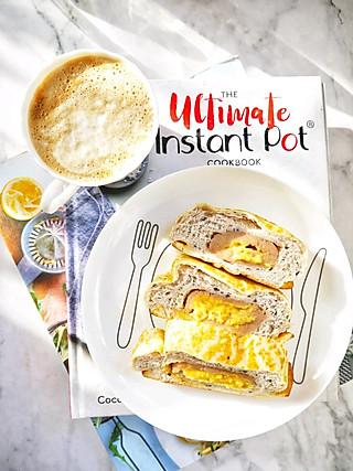 姚小胖MissYiu的早安~~拿铁+咸蛋黄芋泥面包~~