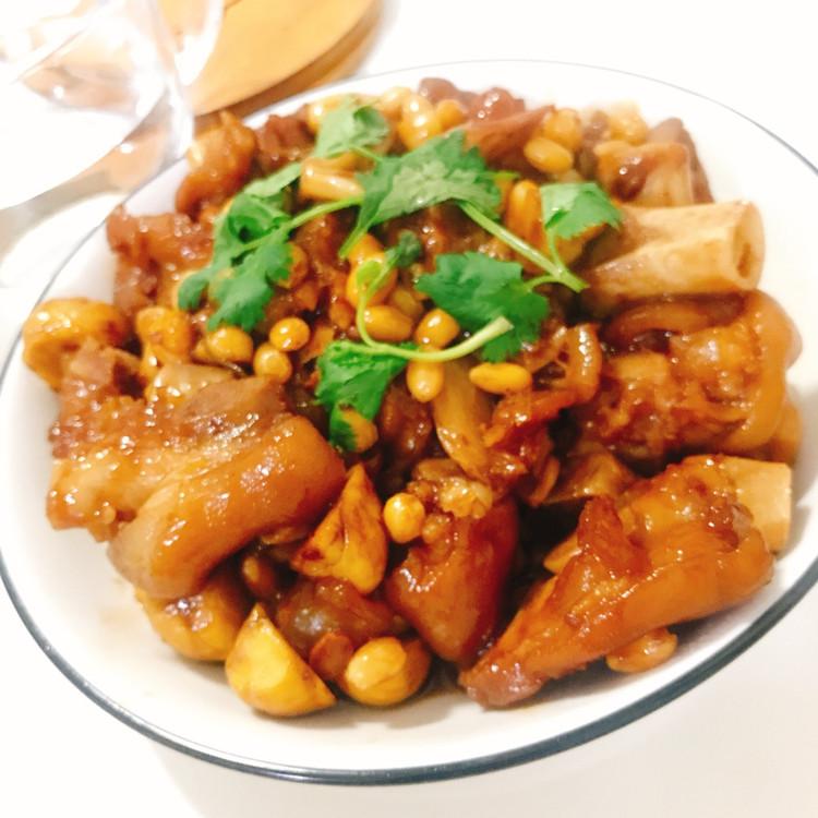 黄豆焖猪蹄图1