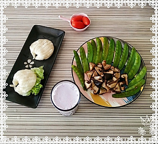 ll恋恋的美好的一天从健康早餐开始:贝壳馒头 荷兰豆炒香菇 紫薯奶昔