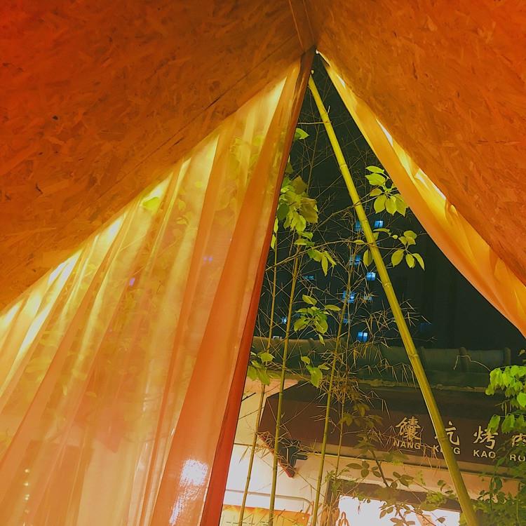 雨天,我们在帐篷里吃肉串多浪漫图9