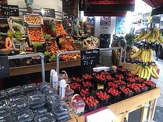 一只菠萝狸fofo的🇫🇷巴黎街边美食随拍🔥水果蔬菜面包小吃 超实在!