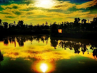 Tonycopper的最后一抹残阳将这天际夜转西壑 波纹之下的倒影也已没了踪迹