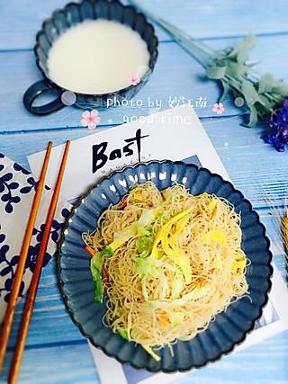卷心菜鸡蛋炒米粉+原味豆浆