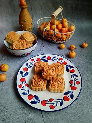 清露风荷的给老爸做的无糖五仁月饼,吃一口,越嚼越香呢!