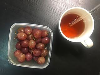 yiweicoffee的下午茶:红茶 配葡萄