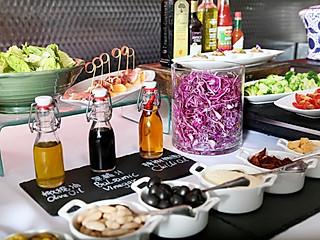 羽蒙儿的【乔治餐厅】推出全新半自助式午餐