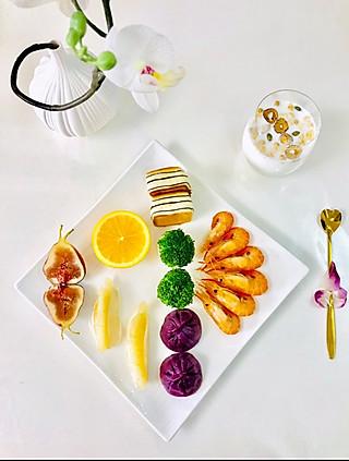 爱厨艺的小方的满满元气早餐来啦哦😜😜