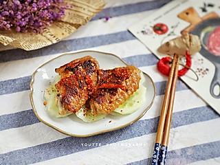 羽翙的贪吃小厨房的最简单的鸡翅便当:香辣脆皮鸡翅,一腌一煎搞定