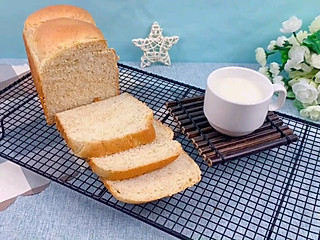 圈的边缘的减肥人士最爱的面包来啦~全麦吐司