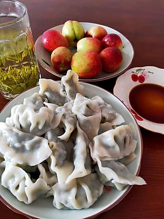 十里桃花在梦里的安吉白茶,荠菜饺子,家里有啥吃啥,做一个不挑食的宝宝