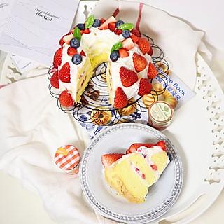 好吃的坨坨的超甜蜜浆果奶油蛋糕🍰