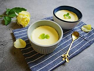 清露风荷的嫩滑甜蜜的美味蛋奶焦糖布丁,用蒸锅就可以做噢!