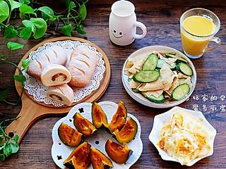 多幸福多快乐的【多妈家的早餐】枸杞玉米豆浆、热牛奶、肉松面包、蒸贝贝南瓜、煎鸡蛋、黄瓜拌油豆皮