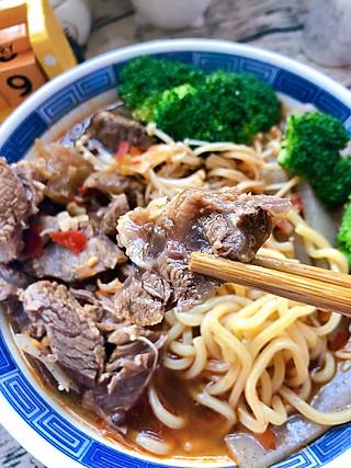 大顺在日本的热腾腾一碗牛肉面 真解馋😋