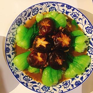 一晓白一的香菇油菜减肥也能吃的炒菜