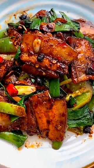 小二家常美食的回锅肉就要这么做,老婆每次都夸我做的好吃