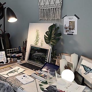 胜利芝麻的生活需要仪式感,用自己的绘画作品装点出租屋