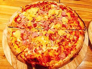 味知柳茉的#探店#在最好的季节遇见岩火披萨,舌尖上的狂欢