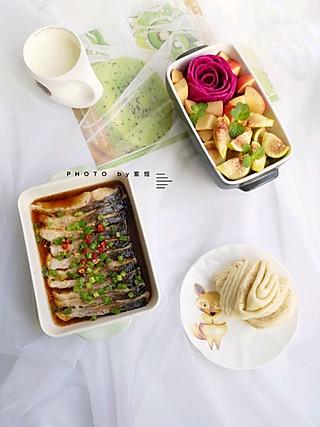 紫煜_zy的【早餐】清蒸鱼、花卷、牛奶、水果拼