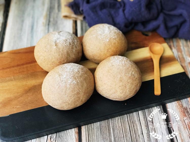 低油低糖的配方加上使用了褐麦粉代替高筋粉的确让这款面包健康不少图8
