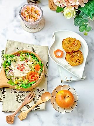 流光舞的今日早餐:藜麦鸡肉蔬菜沙拉,虾饼,谷物火龙果酸奶杯~