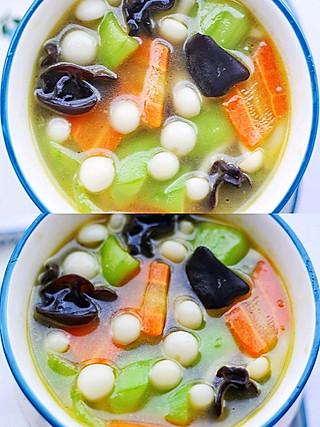西蘭的丝瓜木耳菌菇汤