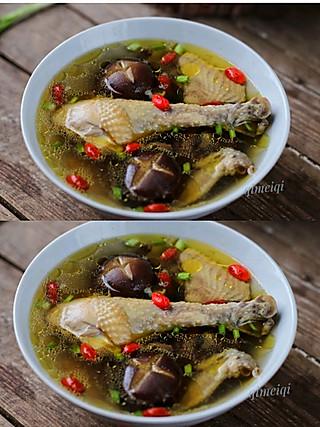 齐梅齐美食的🔥超好喝又简单的香菇鸡汤