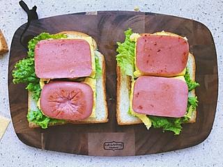 清汤_挂面的三明治真的是我家餐桌出现率最高的早餐了