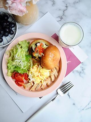 椛吃的健康美味的猪肉小汉堡,给你的早餐增添更丰富的美味~